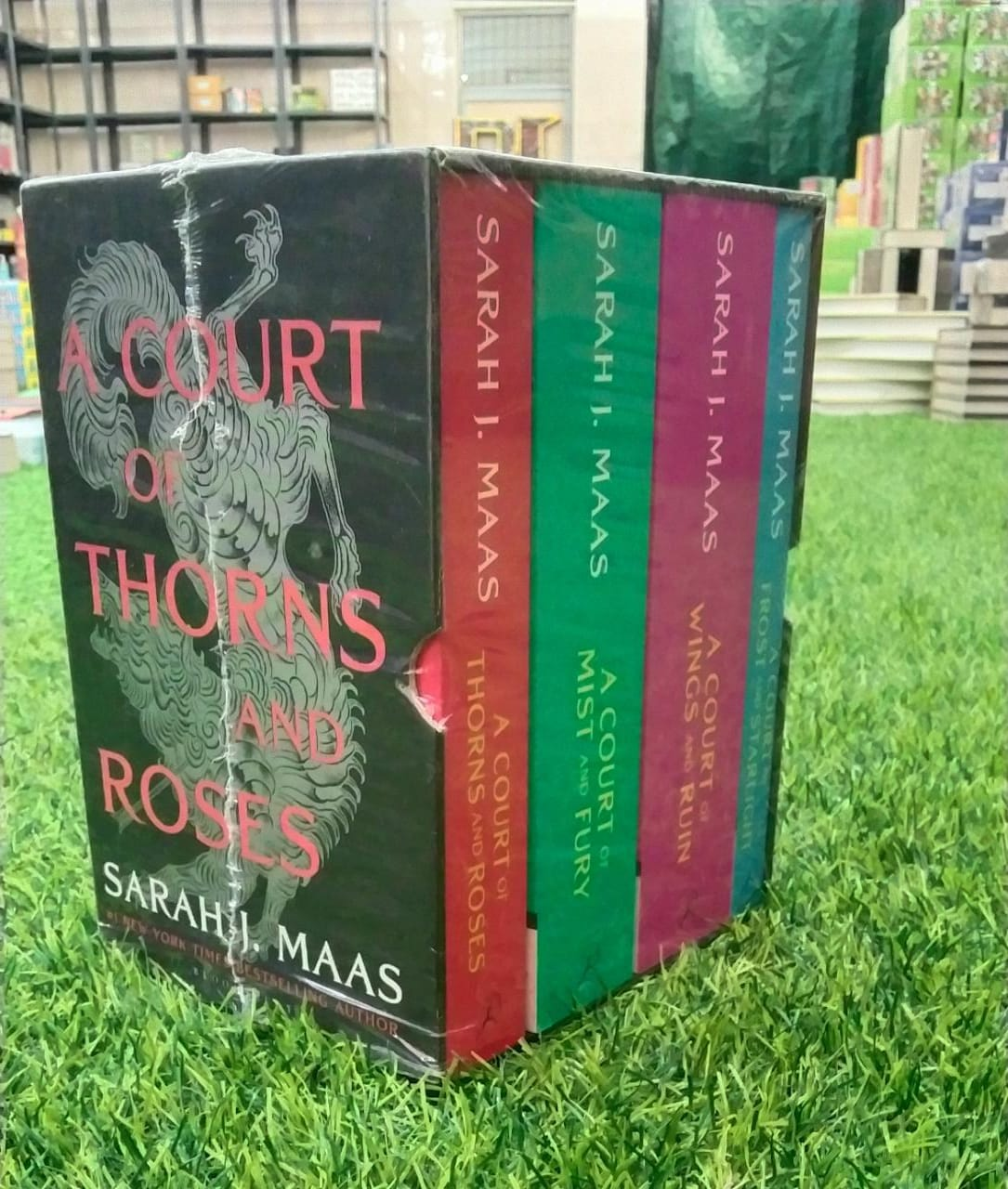A Court Of Thorns And Roses Set